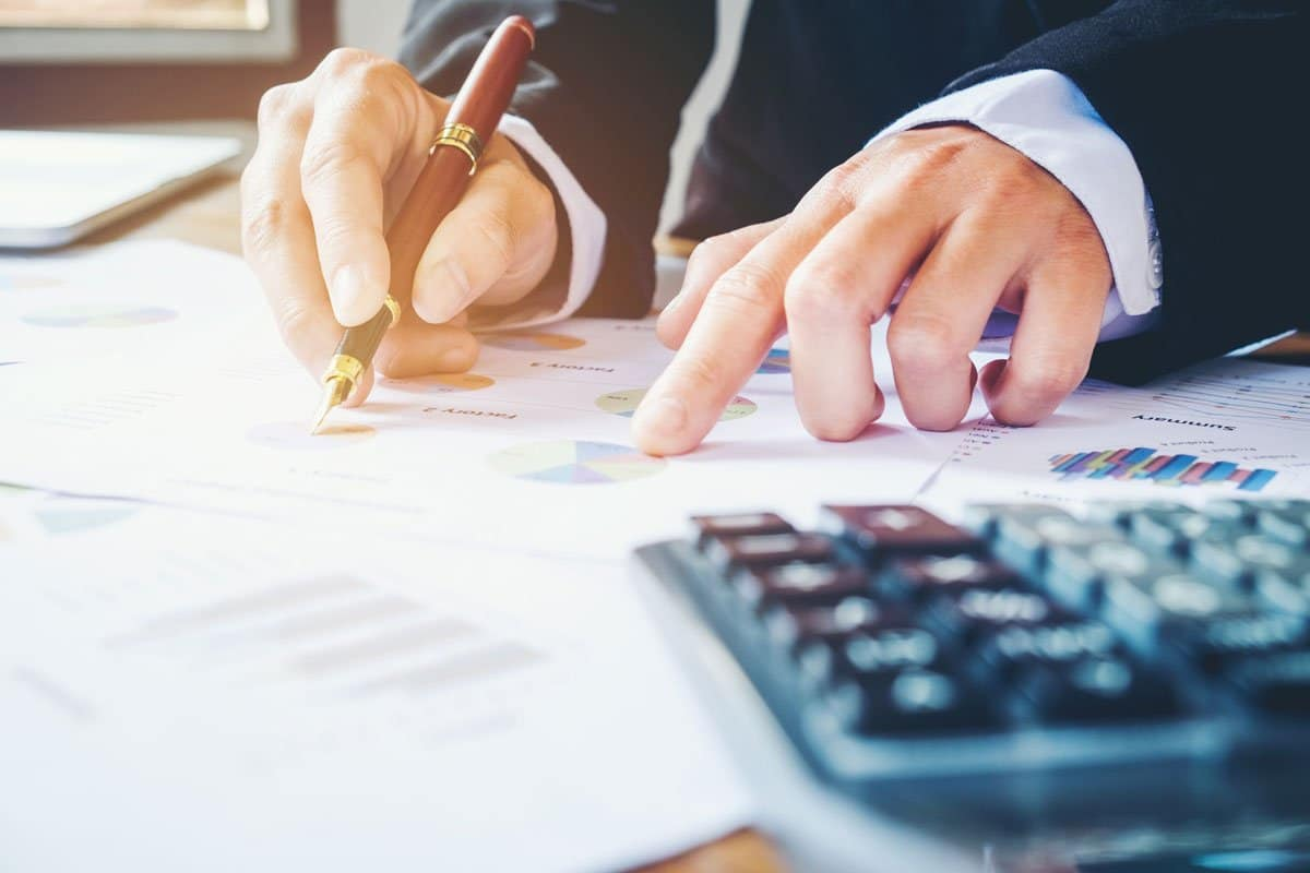Lawyer reviews costs for professional website design